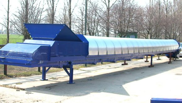 belt conveyor with dust protection cover